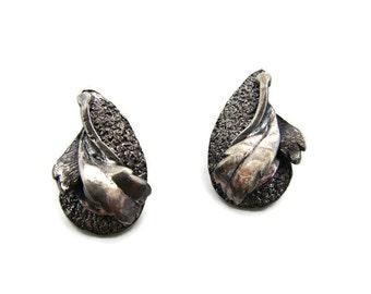 Modernist earring Black metal earring Leaf earring Black leaf clip ons earring Tortolani earring Medieval art earring Goth girl jewelry