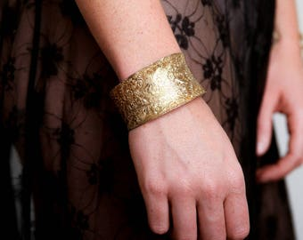 Floral Etching Concave Cuff - Boho