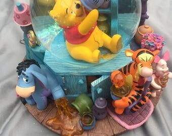Vintage Disney Winnie the Pooh Sticky Hunny snow globe