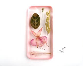 iPhone 7 case with pink dried flowers, leaves and a pink bumper