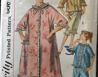 Simplicity 3665 - 1960s Two Piece Pajama Set with Robe and Hat - Size 11 Bust 31.5
