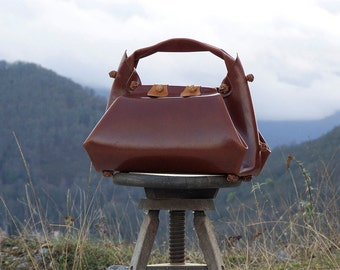 leather origami doctor bag ~ travel bag in full grain vachetta vegetable tanned leather ~ mahogany color ~ luxury bag ~ gorg bag ~ unique