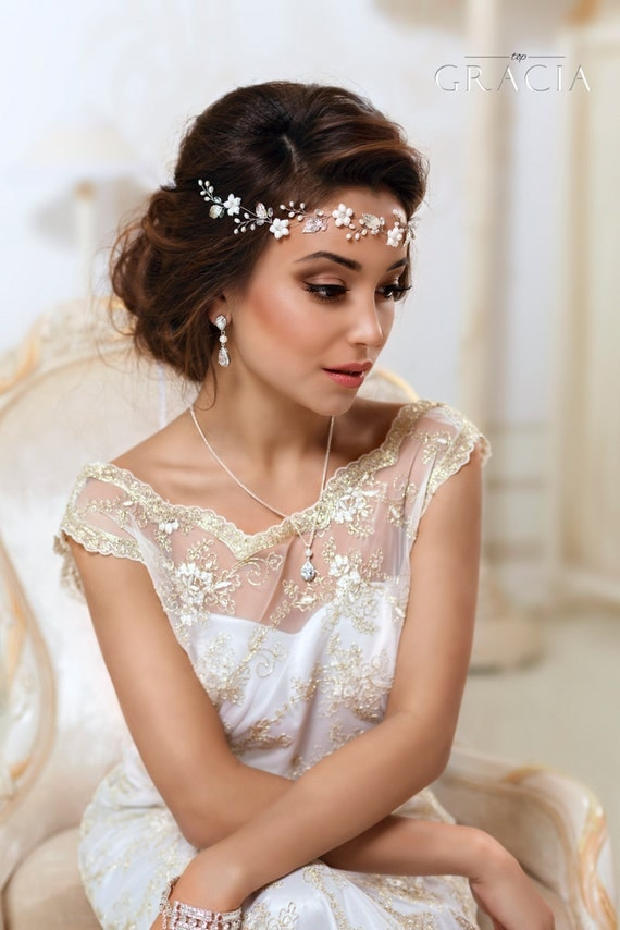 Bridal Flower crown Bridal hair vine White flower crown Leaf hair vine Ivory Floral crown Wedding flower crown First communion headpiece