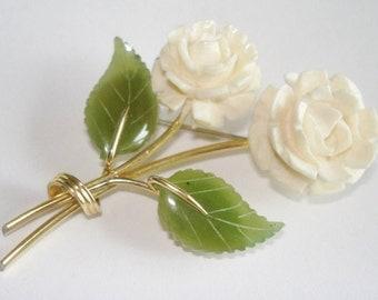 Green Carved Jade White Flower  Vintage Jewelry  Brooch