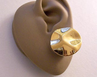 Monet Wavy Disc Clip On Earrings Gold Tone Vintage Large Round Thin Big Buttons Comfort Paddles