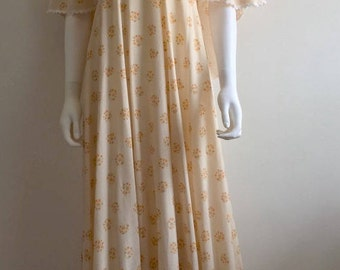 1970s Dress / Maxi / Angel Sleeves / Floral / S-M