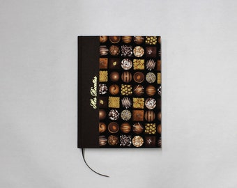 Lined with table material handmade artisanal way with patterns of chocolate Cookbook