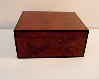 Beautiful Vintage Cigar Box / All Wood