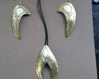 """Silver or Brass etched """"winged"""" design necklace earring set"""