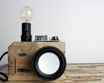 RESERVED Lampe de table VISHNOU en matériaux recyclés