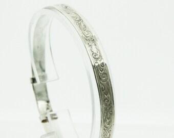 A Silver Expanding Ladies Bangle   SKU948