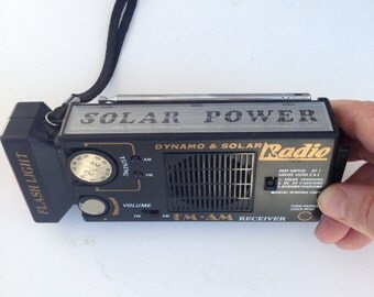 Vintage Dynamo & Solar Radio / Vintage Solar Powered Flashlight Radio