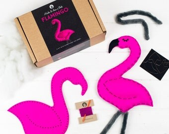 Flamingo Craft Kit, Bird Sewing Kit for Girls, Christmas Kids Activity, Soft Toy Animal Making Kit for Children, Pre-cut Felt, Learn to Sew
