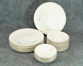 Knowles Dinner Partners Pattern China Set 30 Pieces C. 1950S
