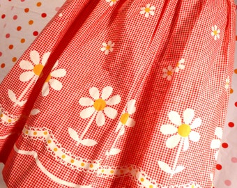 Vintage Daisy Daisies Apron Flowers Red White Check Gingham Floral
