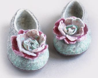 """Boiled Wool Women Clogs with Felted Flowers in Gray and White """"Pink Flowers"""" by Indre  Naujokiene"""