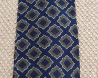 "Vintage GIORGIO ARMANI Cravatte Navy/Gold Neck Tie 100% Silk Made in Italy 58"" L x 4"" W"