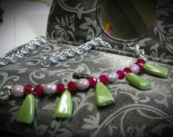 Trendy necklace in green, pink and lilac