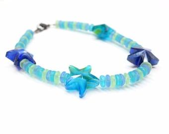 Bracelet With 4 Blue Swirl Glass Starfish