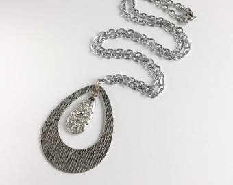 Fab 1960s Silvertone Necklace