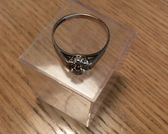 Vintage solitaire 9ct gold ring London 1979