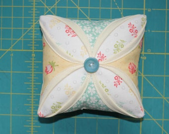 Fig tree Quilts Strawberry fields Revisited Cathedral Window pincushion Yellow aqua Moda