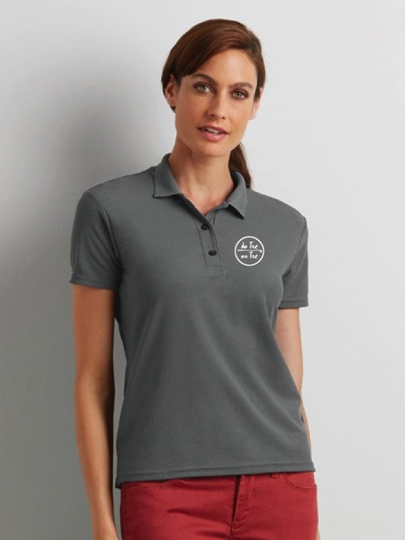Double pique polo t-shirt for women De Tee En Tee logo in different colors.