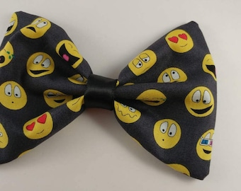 Emoticon hair bow