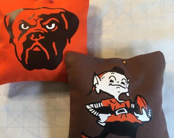 Cleveland Browns Elf & Dog cornhole bags