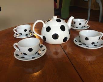 Polka dot tea set with pot