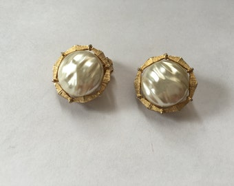 Vintage Baroque Faux Pearl and Brushed Gold Toned Metal  Earrings 0870