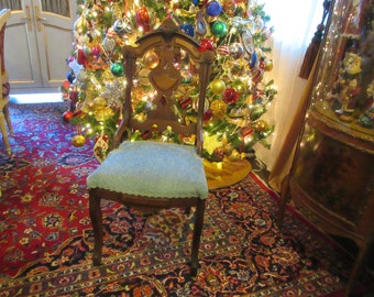 ANTIQUE VICTORIAN CHAIR
