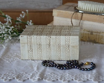 Shabby Chic Upcycled JeWeLRy BoX - Distressed ANTiQUE WHiTE Jewelry Box -  - Vintage Rustic Wood -  Hand Painted trinquet box