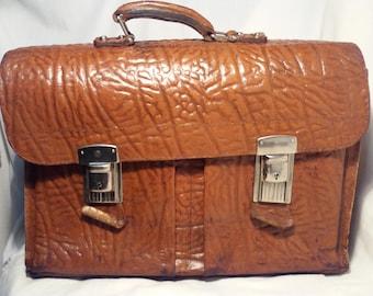 Vintage 1980's Brown Leather Travel Bag.