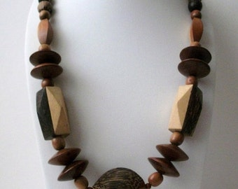 ON SALE Vintage Chunky BOHO All Natural Wood Necklace 13117