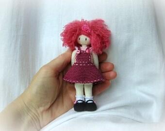 Doll miniature.poupee crochet artist. The adorable Blythe doll friend mohair