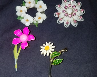 Four Vintage Flower Brooches, unique Jewelry