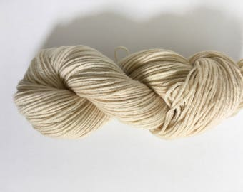 Avocado Skin Dyed Worsted Weight Yarn, Light Warm Beige, OOAK