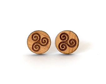 Earrings symbol Breton, Celtic triskel in wood varnish engraved and laser cut, three shades of wood available