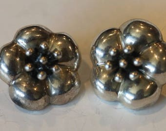 Mexico vintage puffed sterling silver 3D flower earrings posts