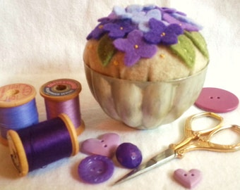 Vintage Jello Mold Pin Cushion,Jello Mold Pin Cushion,Pin Cushion,Violets Pin Cushion,Floral Pin Cushion,Felt Pin Cushion,Vintage Jello Mold