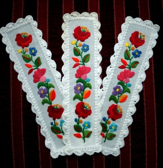 Hand embroidered Bookmark with Kalocsa embroidery (KALDOI-BOOKM-TR-52)