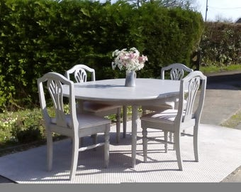 NOW SOLD***Lovely, Round Extending Dining Table & 4 Chairs. Shabby Chic, Paris Grey.
