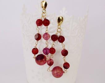 Long earrings, earriings with pink stones, triangle shape earrings, triangle shape earrings and pink stones