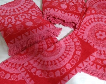 6 Piece mid century pink & red bath towel set Tastemaker by Mohawk