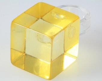 1960s atomic lucite ring, statement lucite vintage ring, retro yellow lucite ring, 1960s mod ring, statement retro ring