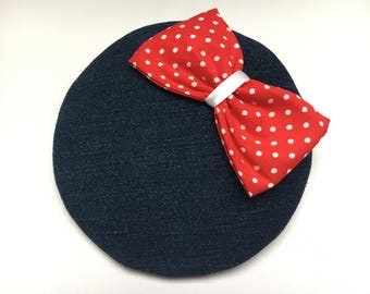 Fascinator Jeans white dotted with red bow