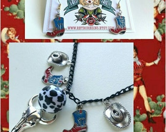 These Boots charm jewelry set // Vintage western novelty necklace & earrings // Cowgirl style!