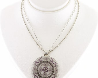 Necklace with pendant with double chain