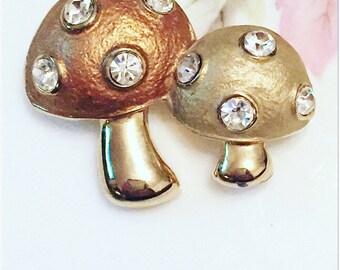 Cute 80's Mushroom Brooch, Vintage Gold Tone Brooch, Mushroom Brooch, Gift For Her.